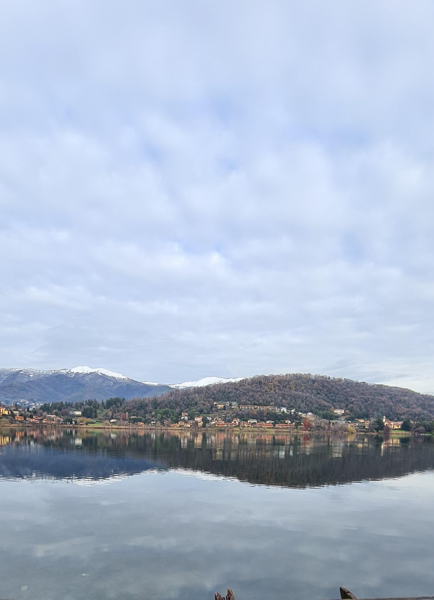 il lago e il monte Orfano