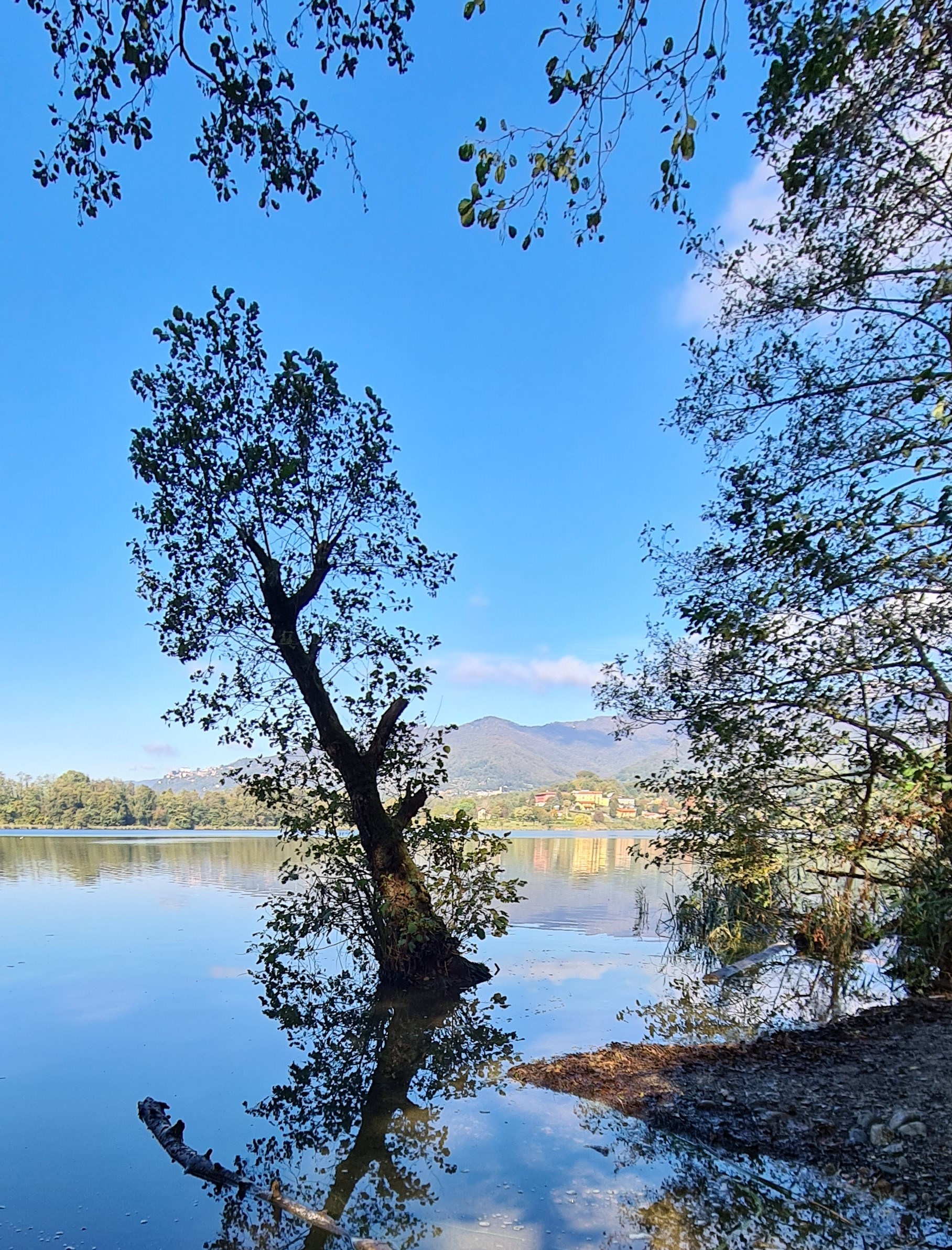 il lago e il suo monte