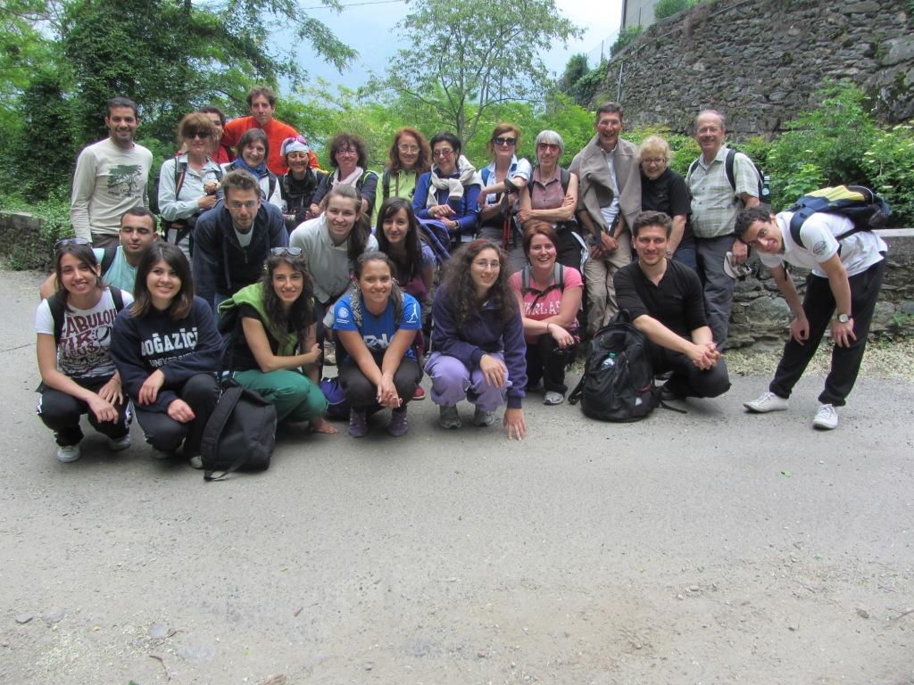 foto di gruppo con gli studenti CIREN verso Santa Maria rezzonico