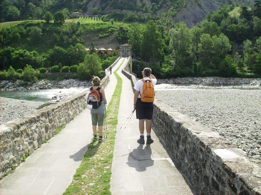 Ponte Gobbo a Bobbio: sula via degli Abati